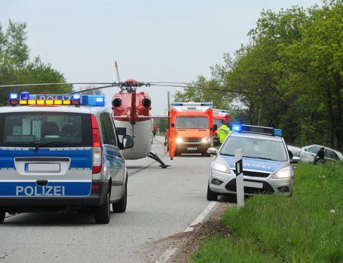 Zwei Schwerverletzte bei Zusammenstoß mit LKW